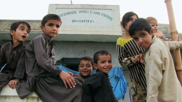 Pakistan: Internally displaced struggle in makeshift camps